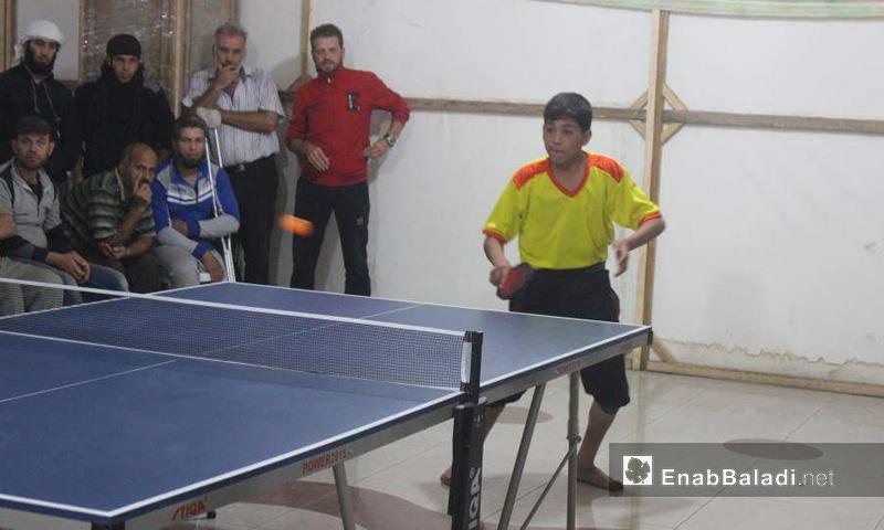 الطفل أيمن عبد الجواد خلال منافسات كرة الطاولة في مهرجان الغوطة - 27 تشرين الأول 2016 (عنب بلدي)