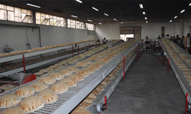 إنتاج خط خبز جديد في مخبز ضاحية الوليد بمدينة حمص - 2014 (سانا)