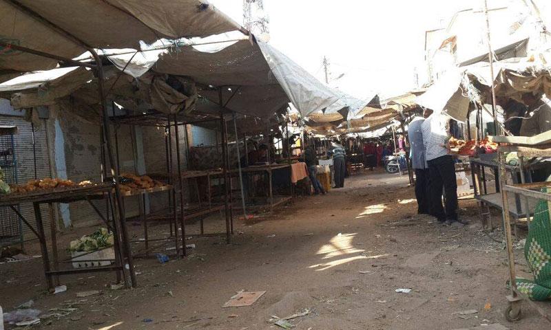 بدء نفاد المواد الغذائية بأسواق مدينة الصنمين في درعا (إنترنت)