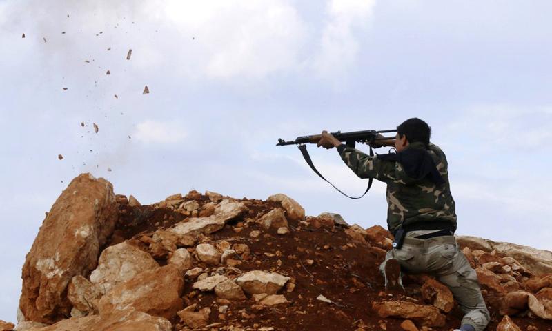 أحد عناصر الجيش الحر في درعا_(انترنت)