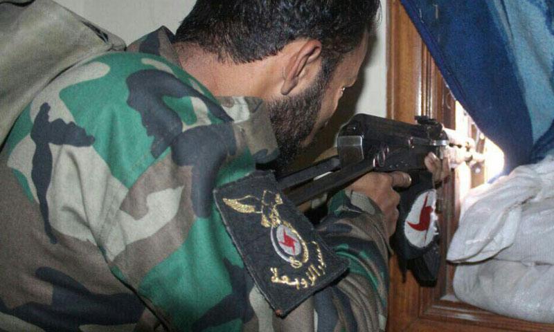 """مقاتل من ميليشيا """"نسور الزوبعة"""" في معارك حلب- الثلاثاء 8 تشرين الثاني (تويتر)"""