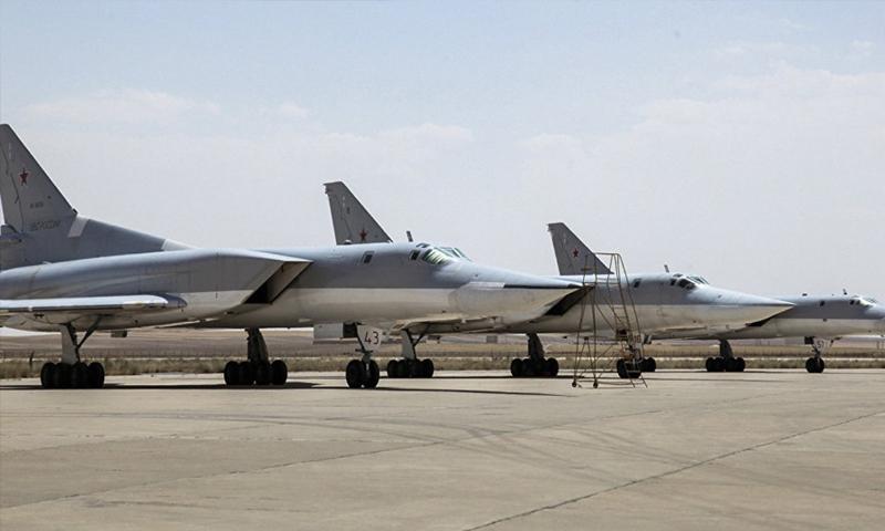 طائرات روسية في قاعدة همدان الإيرانية_15 آب_ (تسنيم للأنباء)