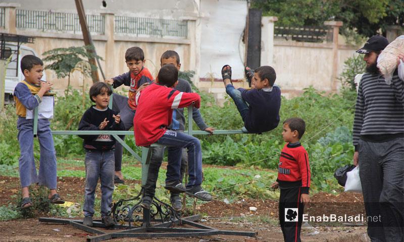 أطفال في حي الوعر بمدينة حمص (عنب بلدي)