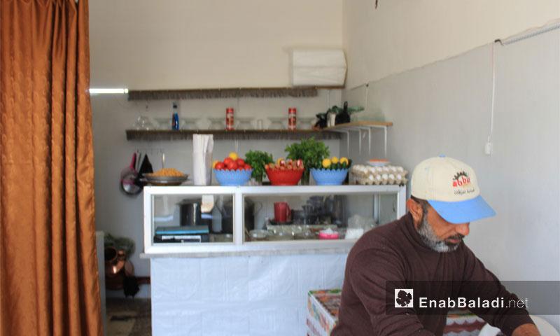 مطعم في ريف إدلب يقوم عليه نازح من مدينة داريا - تشرين الثاني 2016 (عنب بلدي)