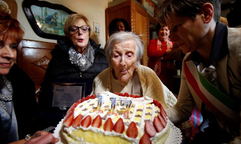 المعمرة إيما مورانو تحتفل بعيد ميلادها الـ 117 - الثلاثاء 29 تشرين الثاني - (انترنت)