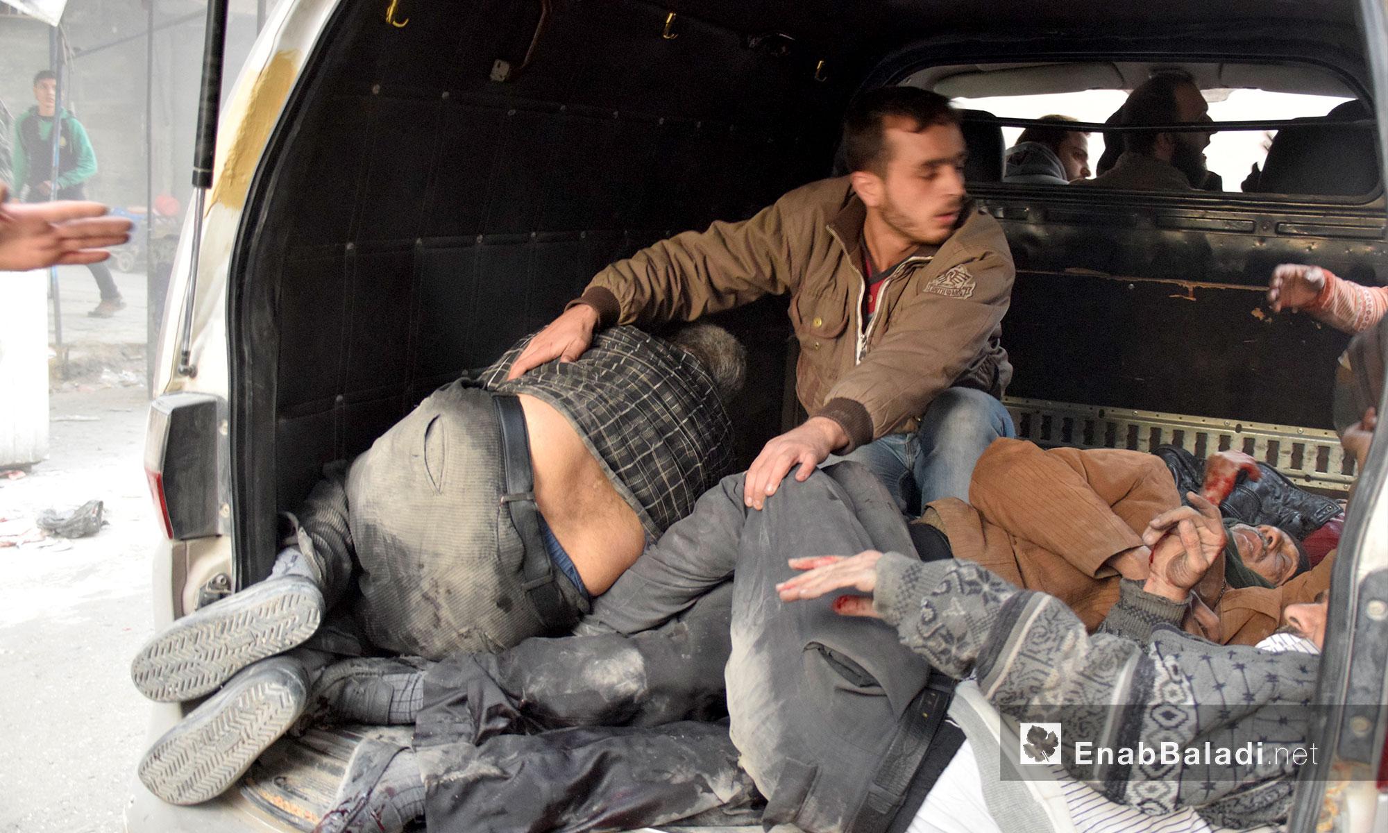 سيارة تسعف المصابين جراء القصف في حي الشعار بحلب - 20 تشرين الثاني 2016 (عنب بلدي)