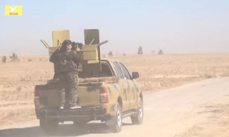 """سيارة تابعة لقوات """"قسد"""" في ريف الرقة الشمالي- الأحد 6 تشرين الثاني (يوتيوب)"""