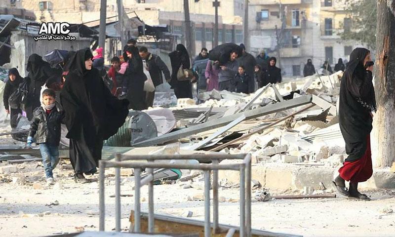 عشرات العائلات في حلب المحاصرة يغادرون منازلهم على وقع القصف المكثف من قبل النظام وروسيا- الثلاثاء 29 تشرين الثاني (مركز حلب الإعلامي)