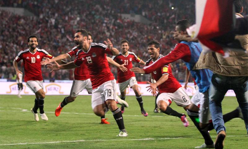 فرحة لاعبي المنتخب المصري بالفوز على غانا 13 تشرين الثاني (انترنت)