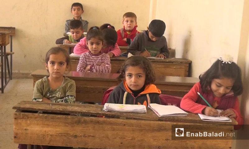 """تلاميذ في مدرسة """"فرحان علي"""" بحي الهلالية في القامشلي - 17 تشرين الثاني 2016 (عنب بلدي)"""