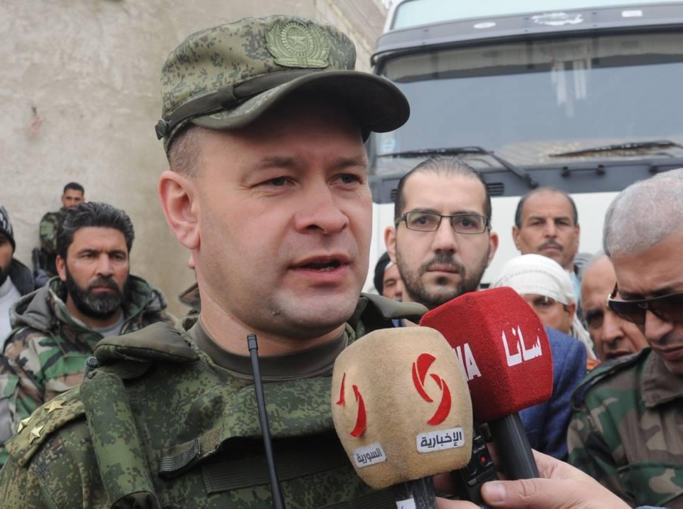 المسؤول عن توزيع المساعدات العقيد الروسي يوري زامانوف (سانا)
