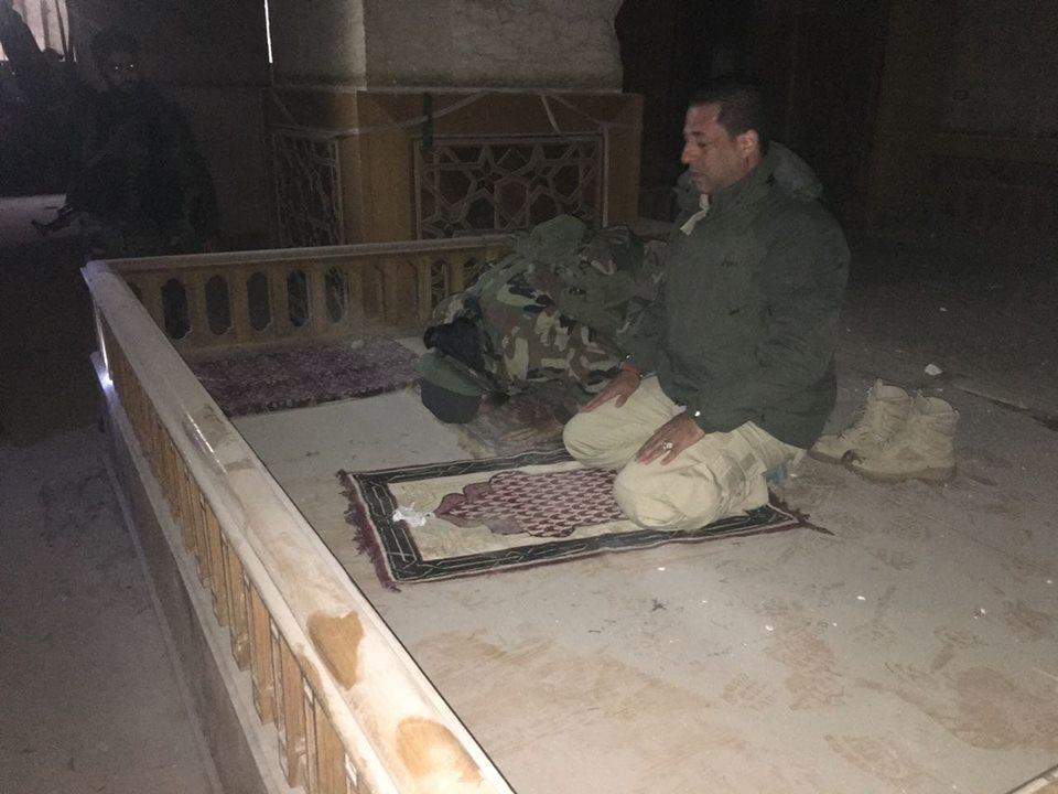 حسين مرتضى داخل المسجد الأموي الكبير في حلب - كانون الأول 2016 (فيس بوك)