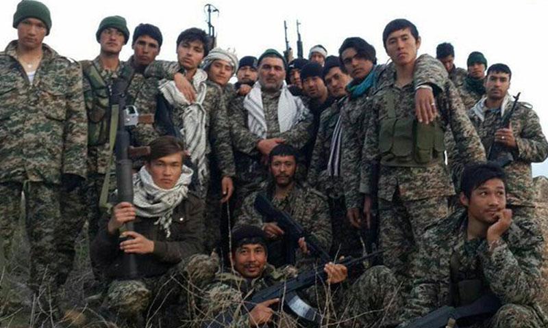 """أرشيفية- مقاتلون من ميليشيا """"فاطميون"""" الأفغانية في سوريا (وكالات)"""