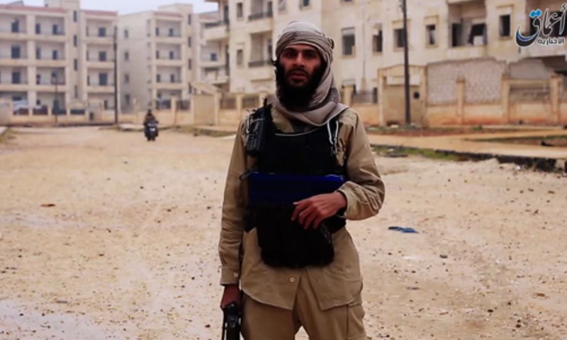 مقاتل من تنظيم الدولة الإسلامية في مدينة الباب_(أعماق)