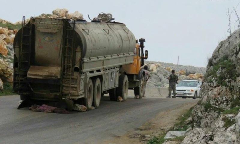 إحدى شاحنات نقل المازوت في دارة عزة_أيار 2016_(مكتب دارة عزة الإعلامي)