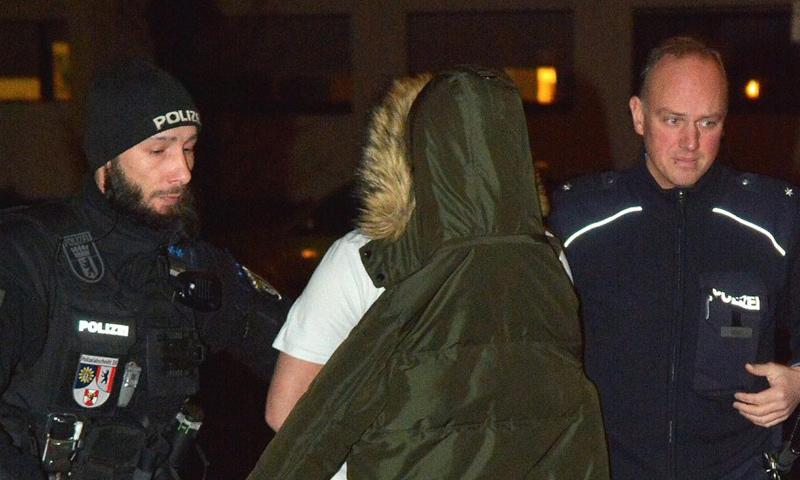 أثناء عملية اعتقال الشبان السوريين والشاب الليبي_(صحيفة BZ)