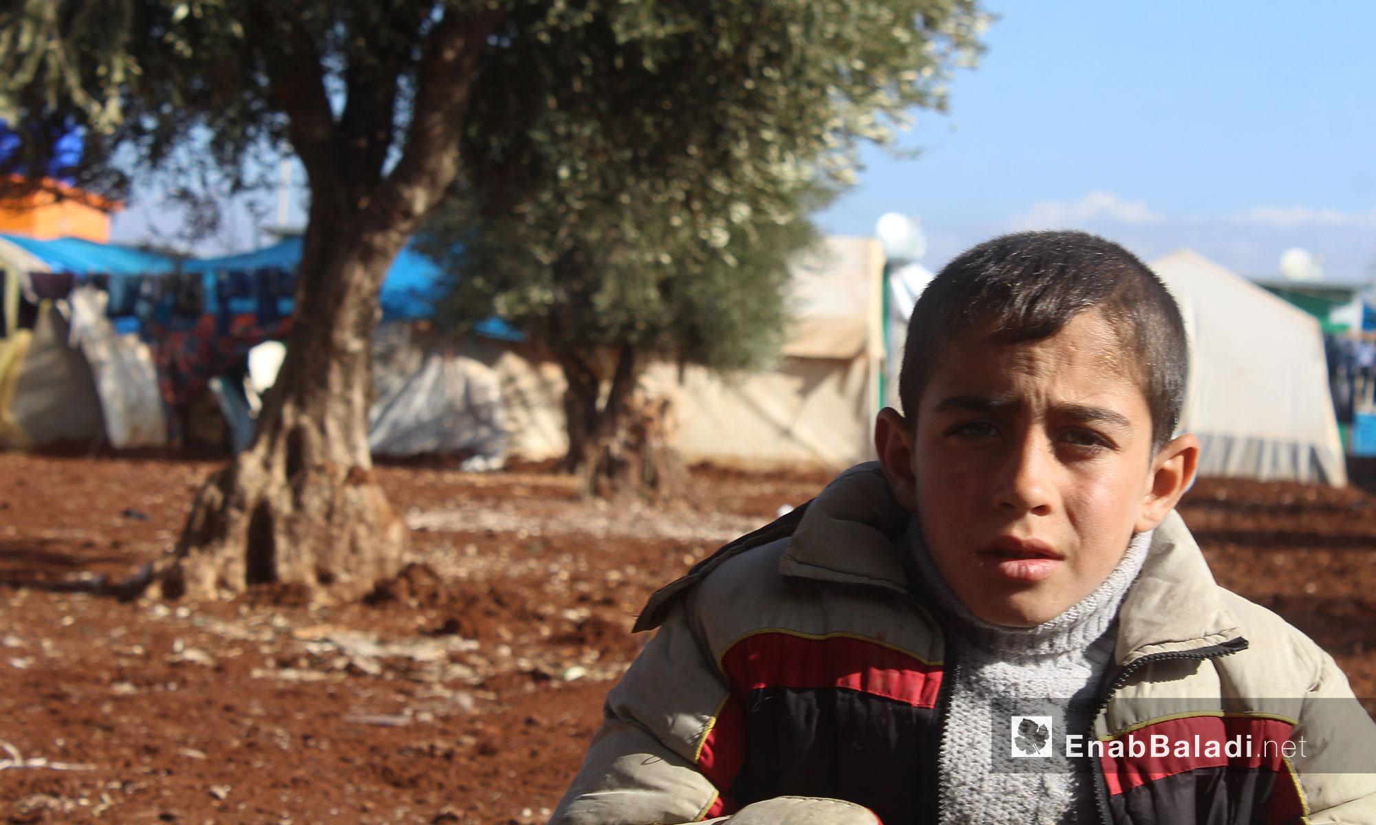 طفل في مخيم الريحان بريف حلب الشمالي - 3 كانون الأول 2016 (عنب بلدي)