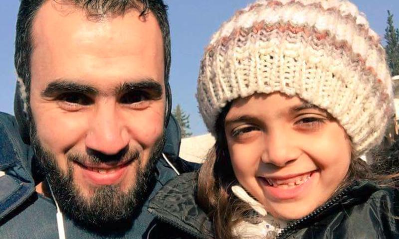 الطفلة بانا والناشط الإعلامي هادي العبدالله - 19 كانون الأول 2016 (حساب الناشط في فيس بوك)