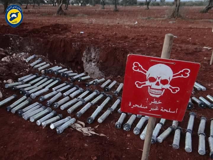 محتوى الصاروخ من الذخيرة المتفجرة في معردسة بريف إدلب - 4 كانون الأول 2016 (الدفاع المدني)
