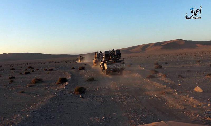 """عربات تابعة لتنظيم """"الدولة"""" قرب مدينة تدمر- الأحد 11 كانون الأول (أعماق)"""