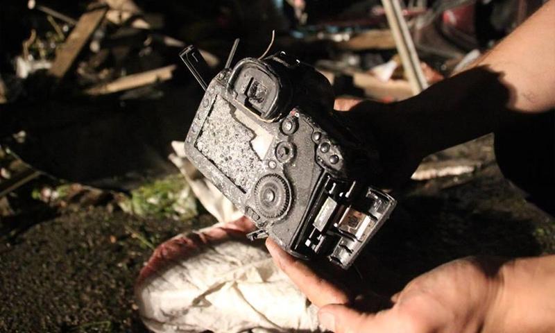 كاميرا مراسل وكالة الأناضول صالح محمود ليلى بعد مقتله في آب 2015 (AFP)