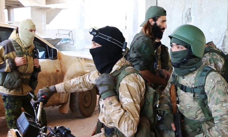 """مقاتلون من """"فتح الشام"""" قرب مشروع """"3000 شقة"""" في حلب - تشرين الثاني 2016 (جبهة فتح الشام)"""