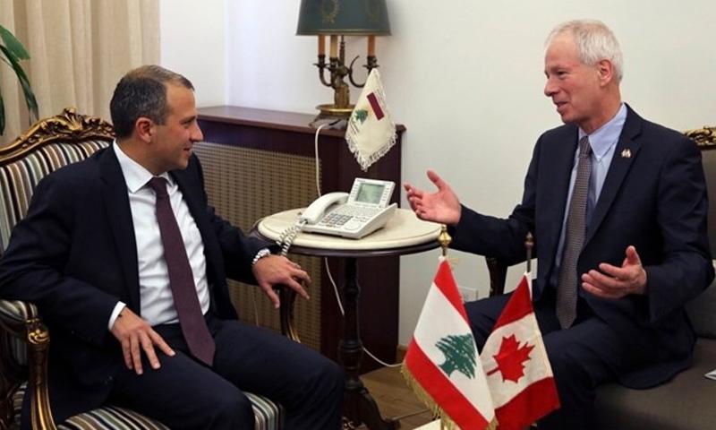 وزير الخارجية اللبناني جبران باسيل مع نظيره الكندي ستيفان ديون - الاثنين 5 كانون الأول (وكالات)