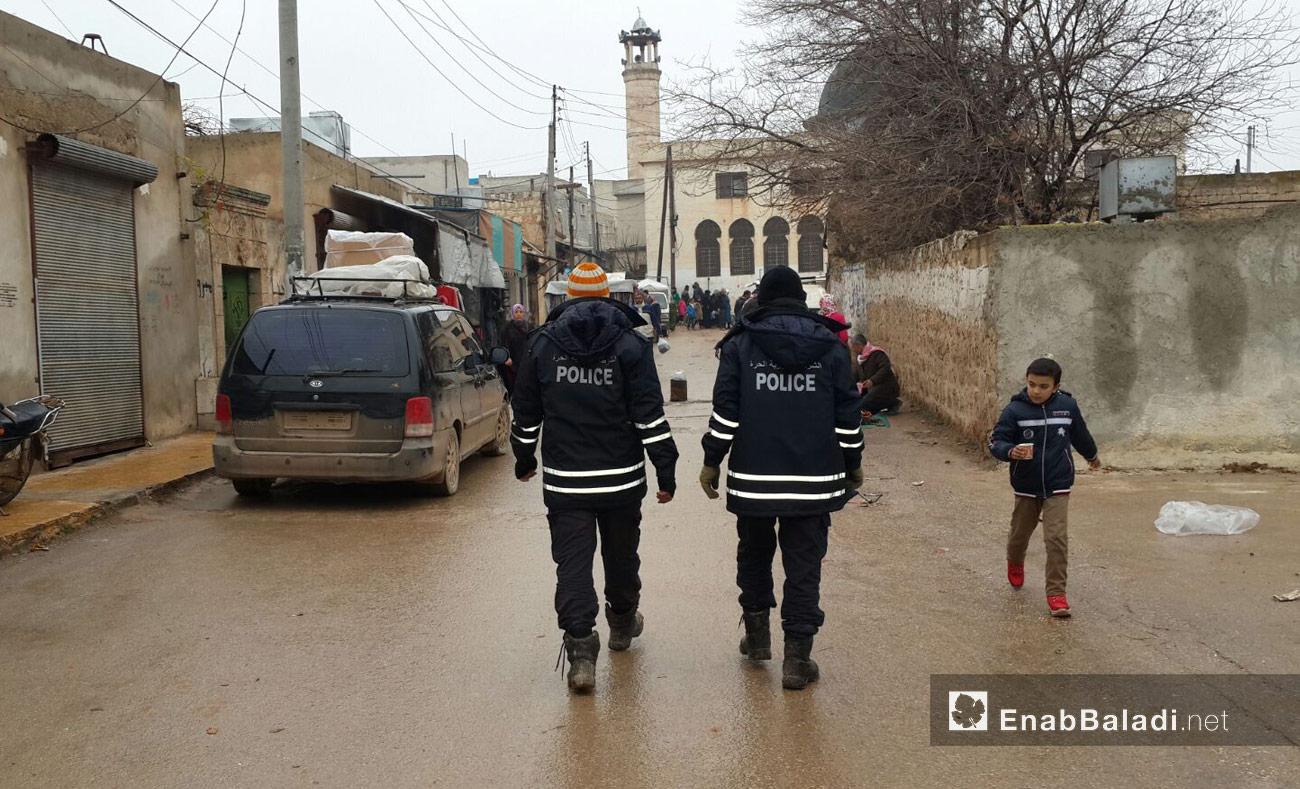 رجال الشرطة الحرة في ريف حلب الشمالي (عنب بلدي)