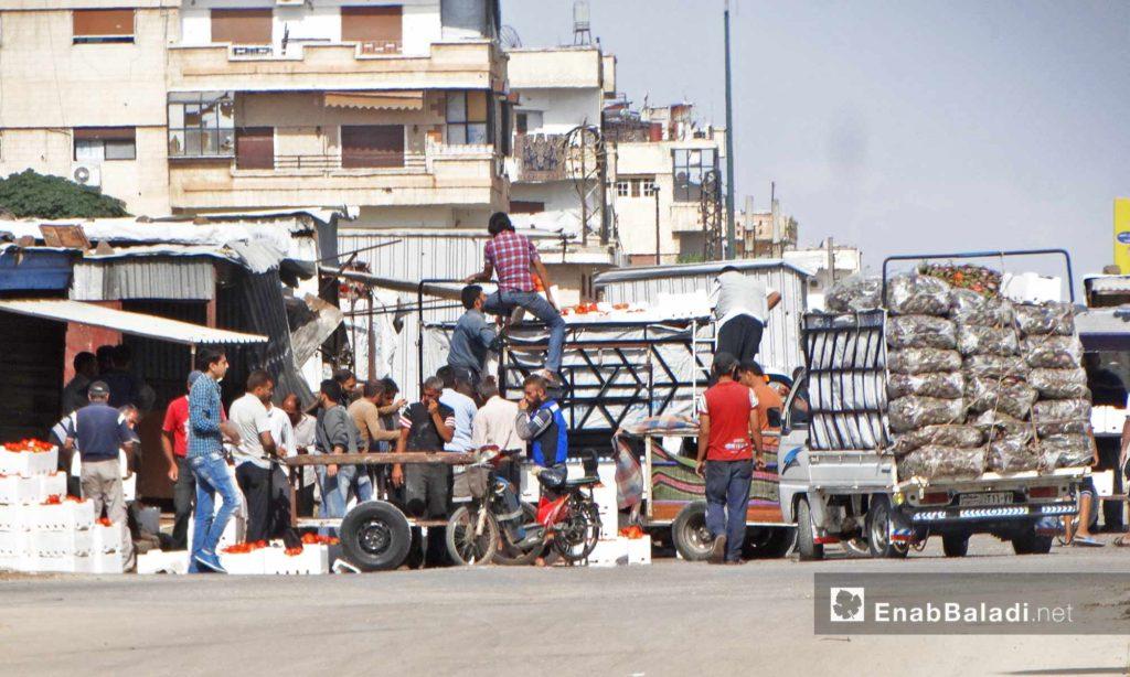بيع الخضار في حي الوعر بحمص - 11 تشرين الأول 2016 (عنب بلدي)