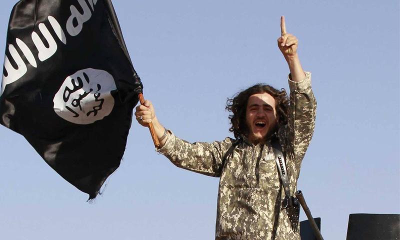 مقاتل من تنظيم الدولة في مدينة دير الزور (انترنت)