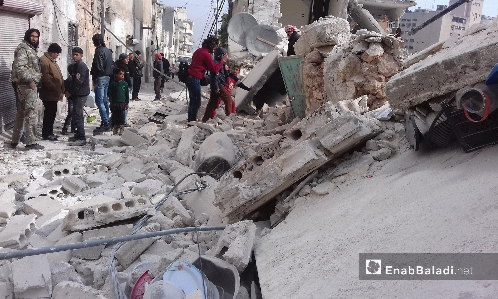 آثار القصف على المنطقة الشمالية من مدينة إدلب - 5 كانون الأول  (عنب بلدي)
