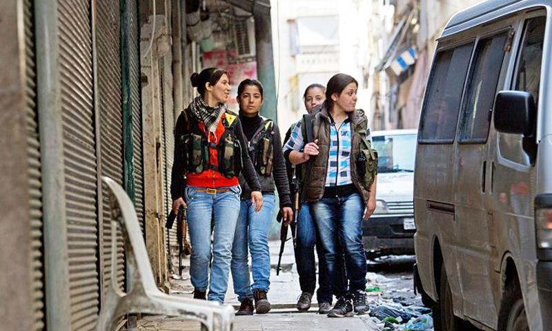 تعبيرية: مقاتلات كرديات في حي الشيخ مقصود (إنترنت)