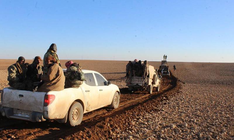 """شاحنات تابعة لـ """"قسد"""" في ريف الرقة الغربي- 18 كانون الأول (فيس بوك)"""