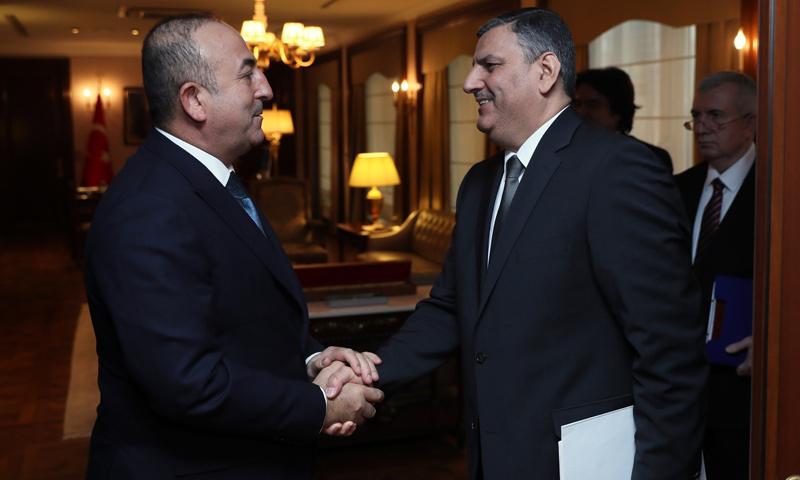 رياض حجاب، المنسق العام للهيئة العليا للمفاوضات، ووزير الخارجية التركي، مولود جاويش أوغلو - كانون الأول 2016 (إنترنت)