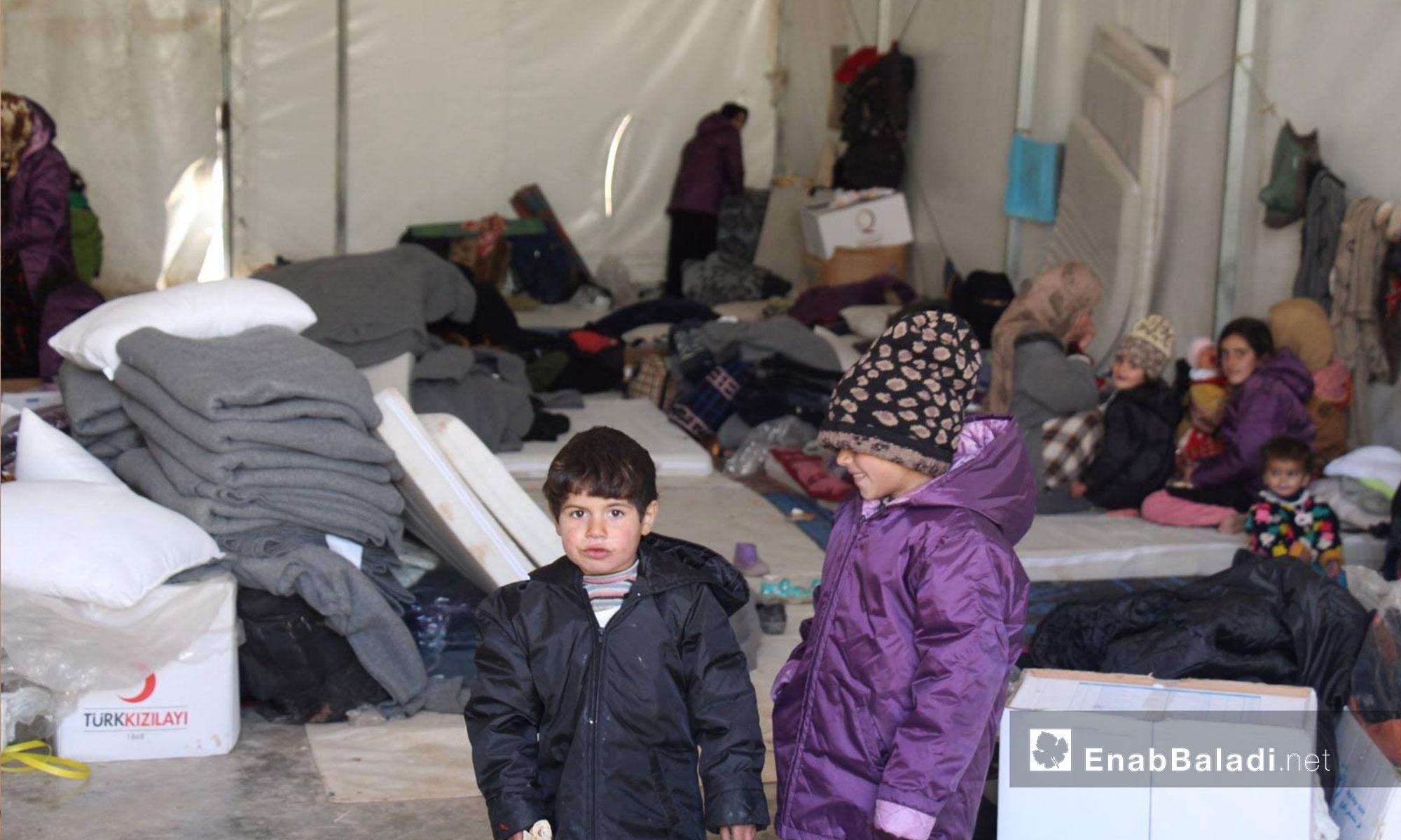 أطفال عراقيين في مركز استقبال مؤقت للاجئين في إعزار بريف حلب الشمالي - كانون الأول 2016 (عنب بلدي)