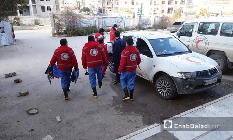 سيارات الهلال الأحمر في مدينة إدلب - 2016 (أرشيف عنب بلدي)