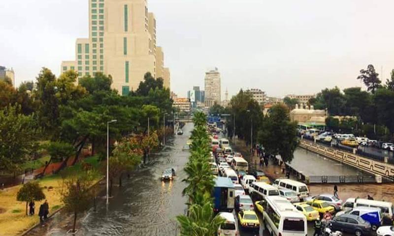السيول في شوارع مدينة دمشق_1 كانون الأول_(دمشق الأن)