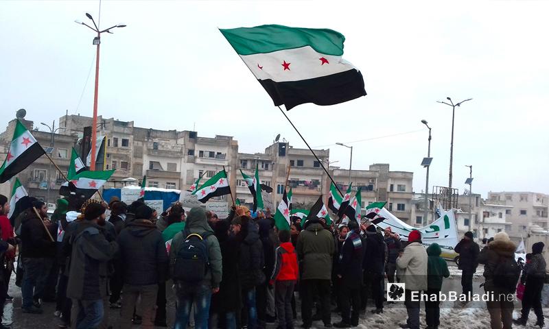 مظاهرة تدعو الفصائل للتوحد والتأكيد على الاستمرار في الثورة ضد النظام السوري وحلفائه- الجمعة 23 كانون الأول (عنب بلدي)