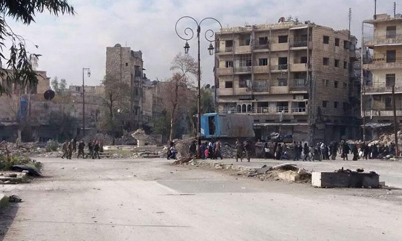 إجلاء المدنيين قسرًا من حي باب الحديد في مدينة حلب- الأربعاء 7 كانون الأول (فيس بوك)