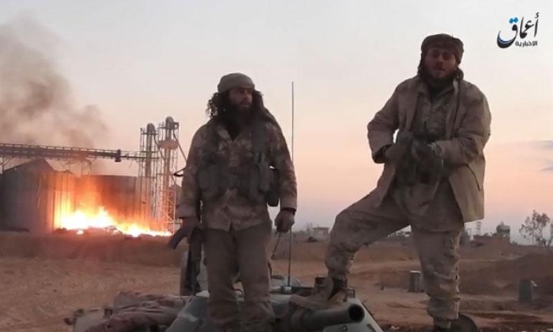 """عناصر من تنظيم """"الدولة الإسلامية"""" في منطقة الصوامع شرق تدمر- الأحد 11 كانون الأول (أعماق)"""