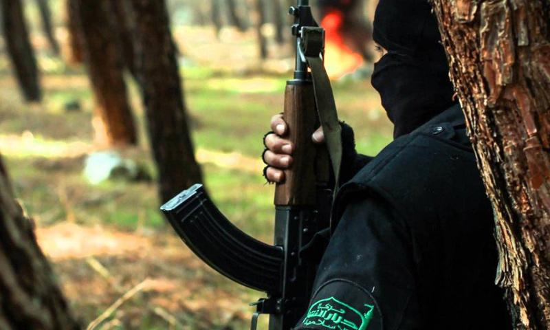 مقاتل من حركة أحرار الشام_(انترنت)