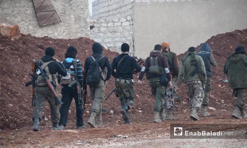 عناصر من قوات المعارضة في حي العويجة بحلب_(عنب بلدي)