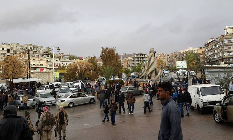 تجمع المقاتلين امام البانوراما في التل (أهل التل فيس بوك)