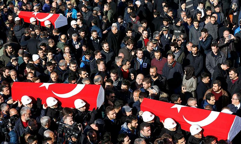 تشييع قتلى تفجير اسطنبول- الأحد 11 كانون الأول (وكالات)