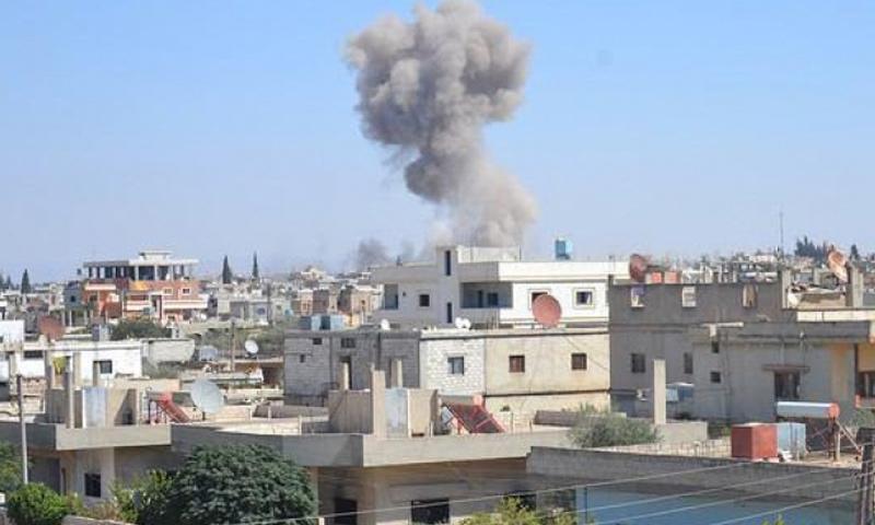 القصف على بلدة عقيربات في ريف حماة الشرقي (انترنت)