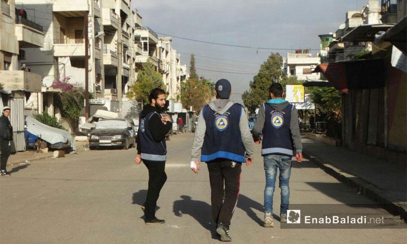 عناصر الدفاع المدني في حي الوعر- 15 كانون الأول 2016-(عنب بلدي)