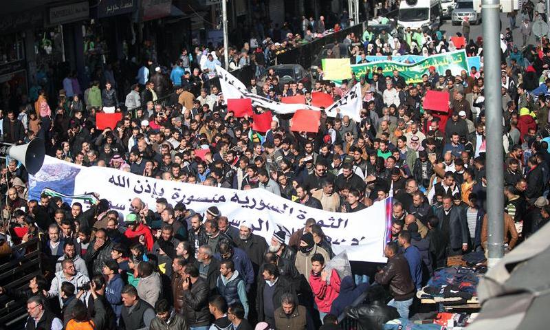 مئات الأردنيين خرجوا نصرة لحلب وتنديدا بالمجازر بحق المدنيين_9 كانون الأول_(الأناضول)