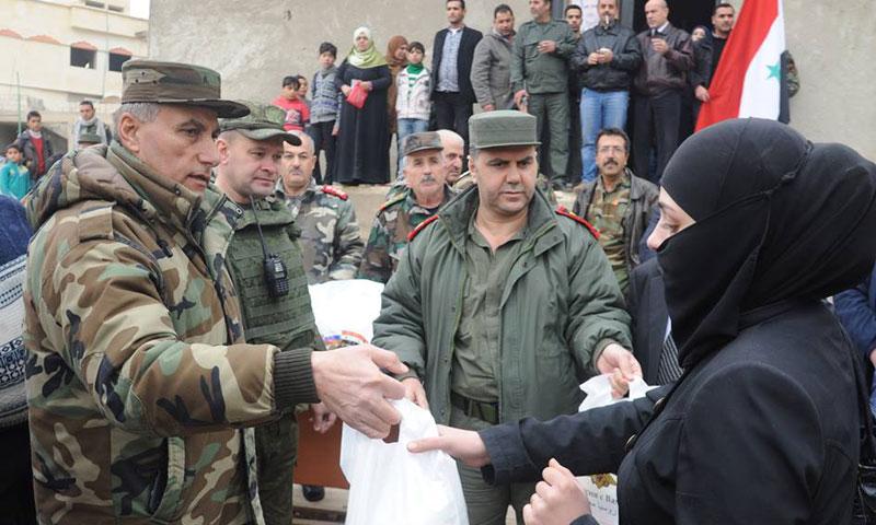 روسيا توزع معونات على أهالي في بلدة معربا- الخميس 8 كانون الأول (سانا)