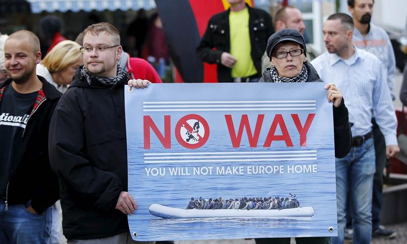 مواطنون ألمان يعترضون على وصول اللاجئين إلى أوروبا (إنترنت)