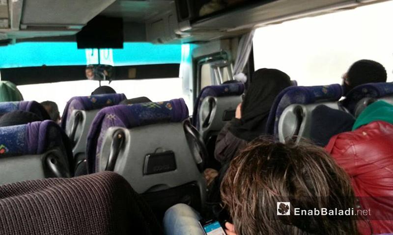 مهجرو خان الشيح ينتظرون السماح لهم بالخروج إلى إدلب- الخميس 1 كانون الأول (عنب بلدي)